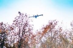 aeroplanos de canadair en la acción para apagar el fuego en el PA regional Fotos de archivo libres de regalías
