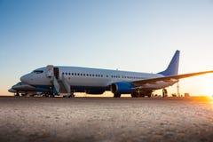 Aeroplanos en el delantal del aeropuerto Imagen de archivo