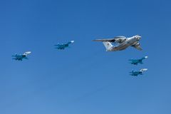 Aeroplanos en los cielos Fotos de archivo