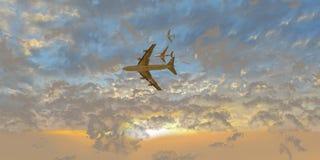 Aeroplanos entre las nubes en la puesta del sol Foto de archivo libre de regalías