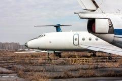 Aeroplanos viejos del almacenamiento Foto de archivo