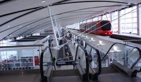 Aeroporto arrivante del tram Immagine Stock Libera da Diritti
