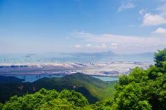 Aeroporto através de Ngong Ping Trail na ilha de Lantau fotos de stock royalty free