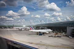 Aeroporto Charles de Gaulle - Paris imagens de stock