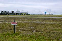 Aeroporto de Aitutaki no cozinheiro Islands da lagoa de Aitutaki Foto de Stock Royalty Free
