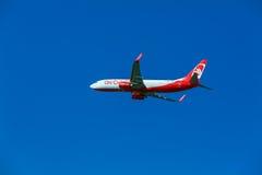 AEROPORTO DE CORFU, GRÉCIA - 12 DE JULHO DE 2011: Boeing 737 de Airberlin a Imagem de Stock