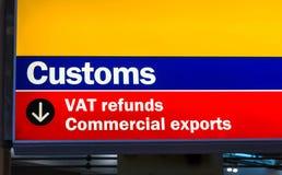 Aeroporto de Heathrow, Longford, Reino Unido Os costumes e o ICM reembolsam o sinal para exportações comerciais imagem de stock