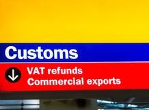 Aeroporto de Heathrow, Longford, Reino Unido Os costumes e o ICM reembolsam o sinal para exportações comerciais imagem de stock royalty free