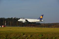 Aeroporto de Lublin - aterrissagem do plano de Lufthansa Imagem de Stock