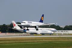Aeroporto de Munich do avião de Lufthansa Airbus A319 Fotografia de Stock