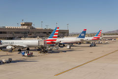 Aeroporto de PHX Planos de American Airlines na rampa Imagem de Stock Royalty Free