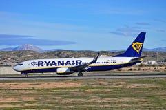Aeroporto de Ryanair Alicante imagem de stock