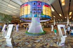 Aeroporto de singapore changi interno - terminal um imagens de stock