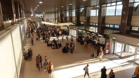 Aeroporto del Time Lapse Bucarest - di Otopeni stock footage