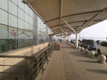 Aeroporto di Chang-Chun Longjia per il enterance in una mattina soleggiata Fotografia Stock