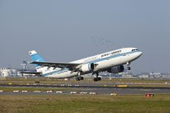 Aeroporto di Francoforte - Airbus A300 di Kuwait Airways decolla fotografia stock libera da diritti