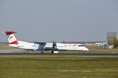 Aeroporto di Francoforte - il un poco 8 del bombardiere di Austrian Airlines decolla immagini stock