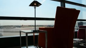 Aeroporto di Francoforte un giorno soleggiato stock footage