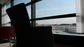 Aeroporto di Francoforte un giorno soleggiato video d archivio