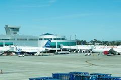 Aeroporto di San Antonio - aeroplani sulla rampa Immagine Stock Libera da Diritti