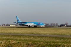 Aeroporto di Schiphol, l'Olanda Settentrionale/Paesi Bassi - 16 febbraio 2019: TUI Airlines Netherlands Boeing 737-800 PH-TFC immagini stock