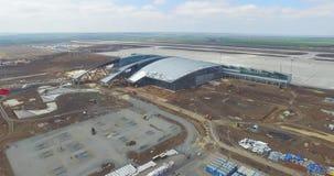 Aeroporto e arredores Uma ideia aérea dos ganchos e dos arredores do aeroporto Vista aérea de nível elevado do filme
