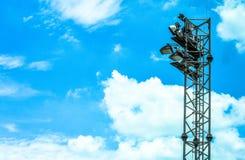 Aeroporto e cielo blu della torre del faro Fotografia Stock