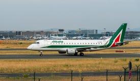AEROPORTO FRANCOFORTE, ALEMANHA: 23 DE JUNHO DE 2017: Airbus A320-200 Alital Fotos de Stock Royalty Free