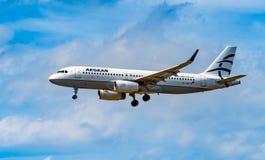 AEROPORTO FRANCOFORTE, ALEMANHA: 23 DE JUNHO DE 2017: Ar egeu de Airbus A320 Foto de Stock Royalty Free