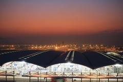 Aeroporto internacional da HK na noite Fotos de Stock Royalty Free