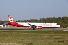 Aeroporto internacional de Francoforte - Airbus A321 de Air Berlin decola Foto de Stock