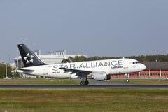 Aeroporto internacional de Francoforte - Airbus A319-114 de Lufthansa decola Foto de Stock Royalty Free