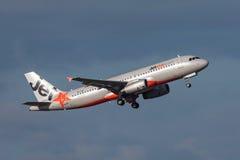 Aeroporto internacional de partida de Jetstar Airways Airbus A320-232 VH-JQL Melbourne Foto de Stock Royalty Free