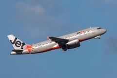 Aeroporto internacional de partida de Jetstar Airways Airbus A320-232 VH-JQL Melbourne Imagem de Stock