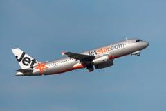 Aeroporto internacional de partida de Jetstar Airways Airbus A320-232 VH-VGF Melbourne Imagem de Stock Royalty Free
