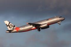 Aeroporto internacional de partida de Jetstar Airways Airbus A320-232 VH-VQM Melbourne Foto de Stock