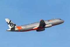 Aeroporto internacional de partida de Jetstar Airways Airbus A320-232 VH-VQY Melbourne Fotos de Stock