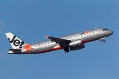 Aeroporto internacional de partida de Jetstar Airways Airbus A320-232 VH-VQY Melbourne Foto de Stock