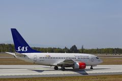 Aeroporto internazionale di Francoforte - Boeing 737 di SRS atterra immagine stock libera da diritti