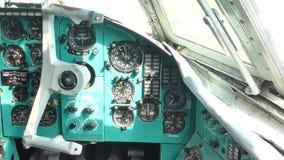 Aeroporto internazionale di Kiev Nella cabina di pilotaggio dell'aereo invece dei piloti video d archivio