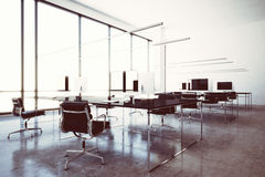 Aeroporto moderno del salotto di zona VIP di wifi della foto con le finestre panoramiche Computer generici di progettazione e mob immagine stock