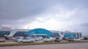 Aeroporto nella città del hyperlapse del timelapse di Aqtöbe stock footage