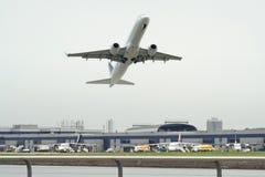 Aeroporto occupato della città Fotografie Stock Libere da Diritti