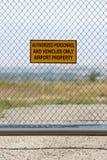 Aeroporto - personale autorizzato soltanto immagini stock