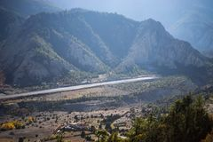 Aeroporto ranway na escala de Himalaya, região de Annapurna, Nepal Fotos de Stock