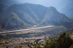 Aeroporto ranway nella gamma dell'Himalaya, regione di Annapurna, Nepal Fotografie Stock