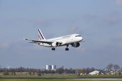 Aeroporto Schiphol de Amsterdão - Air France Airbus A320 aterra Foto de Stock