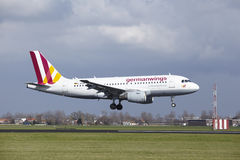 Aeroporto Schiphol de Amsterdão - Germanwings Airbus A319 aterra Imagem de Stock