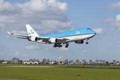 Aeroporto Schiphol di Amsterdam - Boeing 747 di KLM atterra Immagini Stock Libere da Diritti