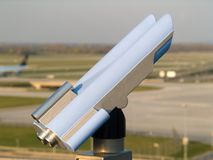 Aeroporto vicino binoculare immagine stock